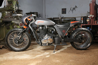 Zeena_Modified_Royal_Enfield_Classic_UCE_TNT_Motorcycles1