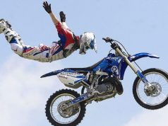 motorcycle-stunt-jumping-4