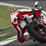 SBK-959-Panigale_2016_Amb-07_1920x1080.mediagallery_output_image_[1920×1080]
