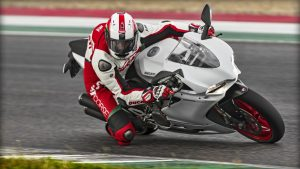 SBK-959-Panigale_2016_Amb-12_1920x1080.mediagallery_output_image_[1920x1080]