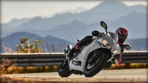 SBK-959-Panigale_2016_Amb-16_1920x1080.mediagallery_output_image_[1920x1080]