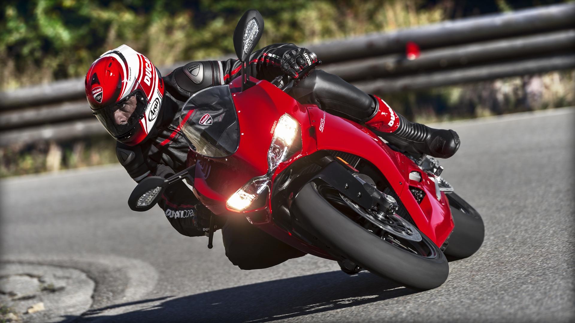 2014-Ducati-Panigale-899-1