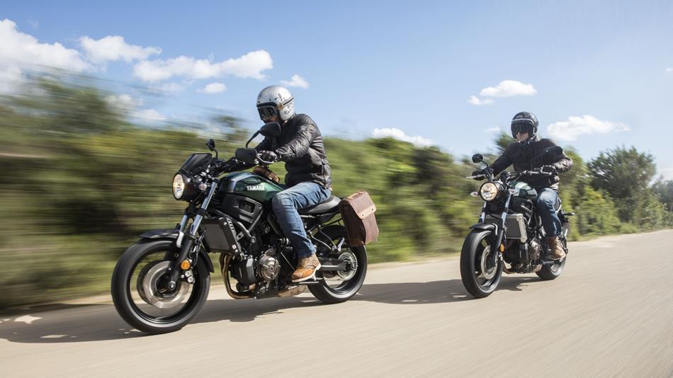 2016-Yamaha-XSR700-EU-Forest-Green-AccessorizedAction-010