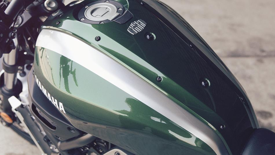 2016-Yamaha-XSR700-EU-Forest-Green-Detail-001