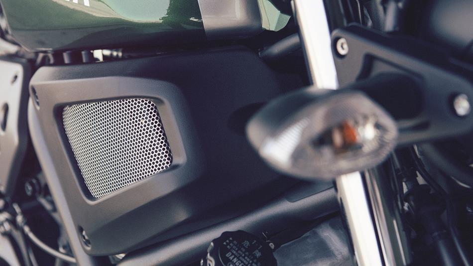 2016-Yamaha-XSR700-EU-Forest-Green-Detail-015
