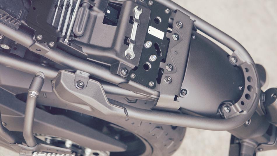2016-Yamaha-XSR700-EU-Forest-Green-Detail-018