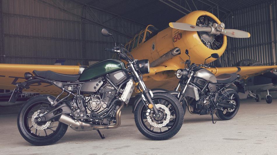 2016-Yamaha-XSR700-EU-Forest-Green-Static-004