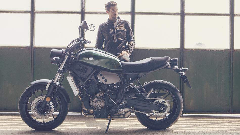 2016-Yamaha-XSR700-EU-Forest-Green-Static-005