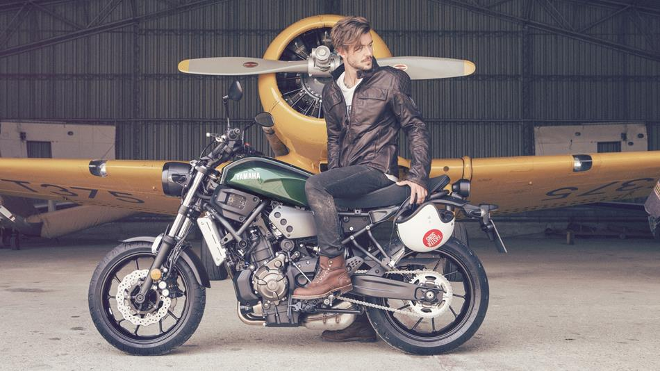 2016-Yamaha-XSR700-EU-Forest-Green-Static-008