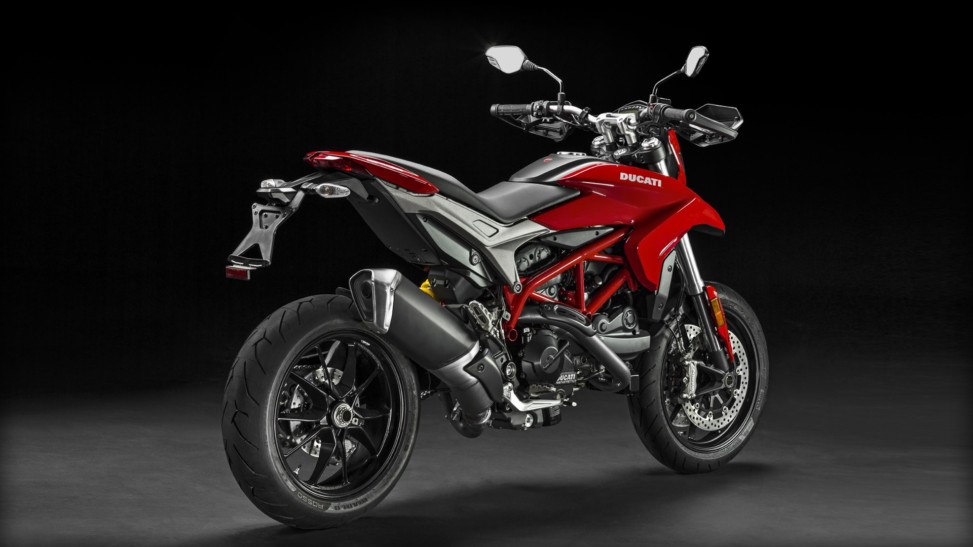 Hypermotard-939_2016_Studio_R_D01_1920x1080.mediagallery_output_image_[1920×1080]