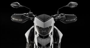 Hypermotard-939_2016_Studio_W_A01_light-off_1920x1080.mediagallery_output_image_[1920×1080]