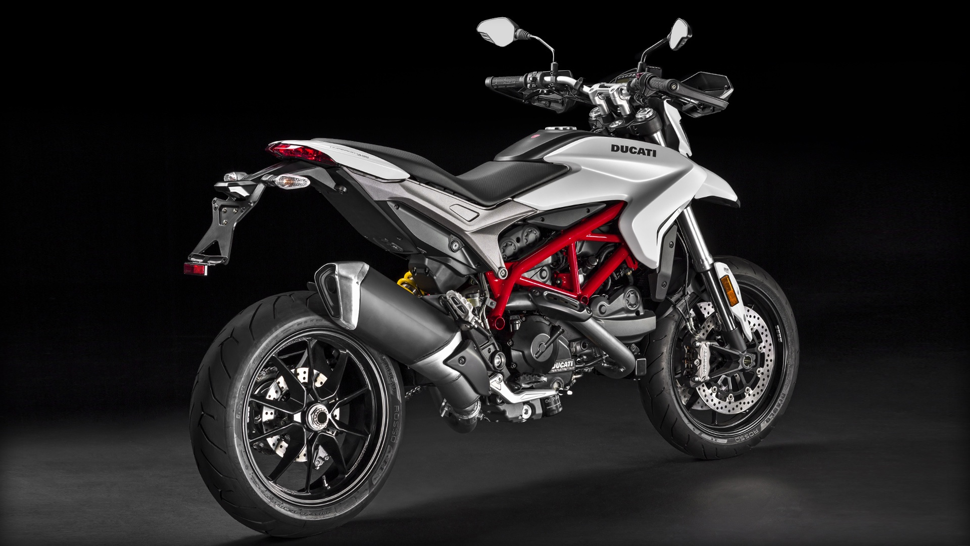 Hypermotard-939_2016_Studio_W_D01_1920x1080.mediagallery_output_image_[1920×1080]