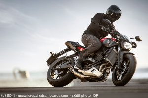 yamaha-mt-07-drift_hd