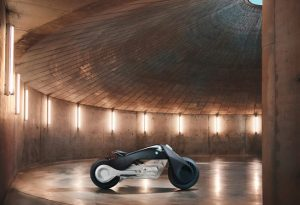 bmw-rsquo-s-self-balancing-bike-is-super-safe1-1476357330