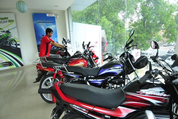 Hero MotoCorp Sells 3 Lakh Bikes On