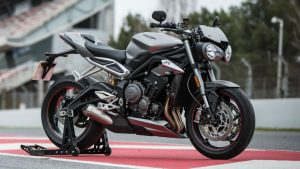 Yamaha MT-09 vs Triumph Street Triple RS