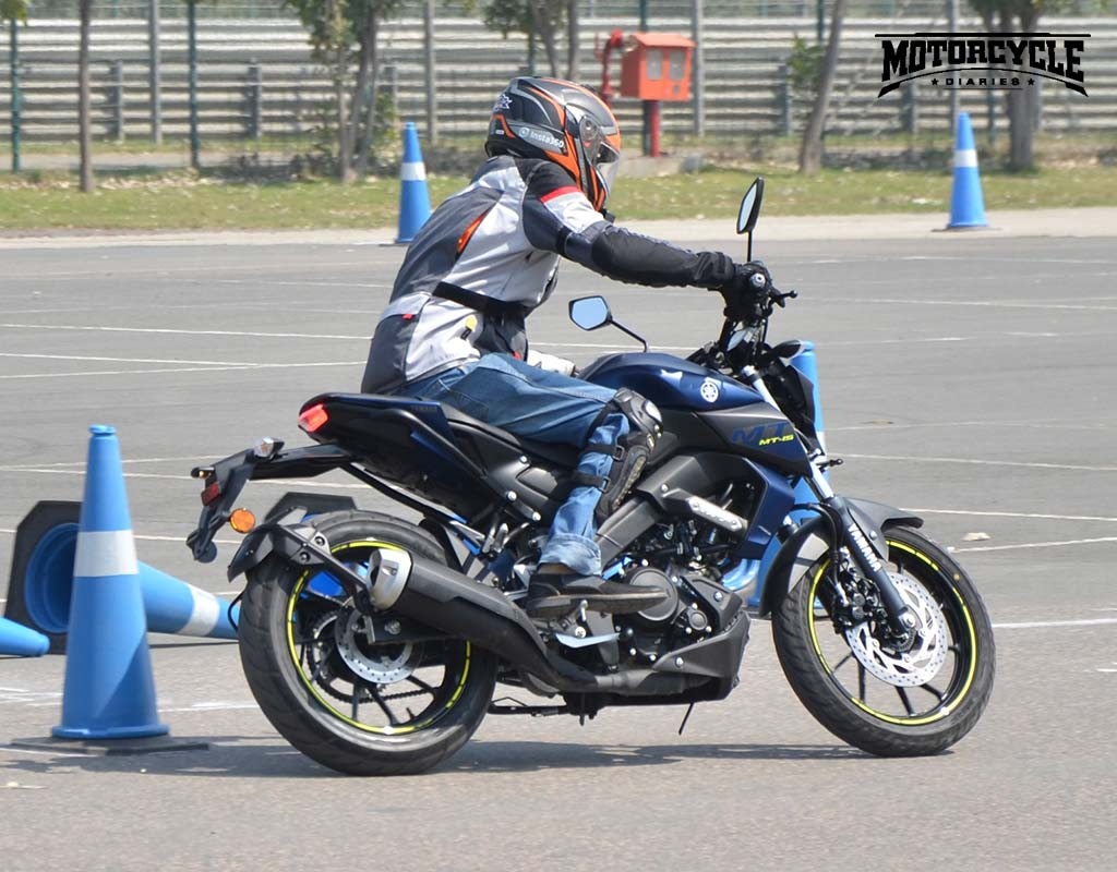 yamaha mt15 cornering motorcyclediaries