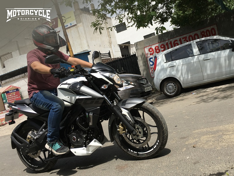 2019-Bajaj-Pulsar-NS-200-ABS-motorcyclediaries