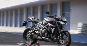 Triumph-Street-Triple-2020-motorcyclediaries