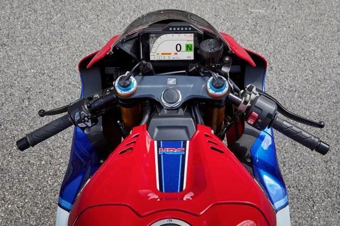 Honda-CBR-1000-RR-Fireblade-Motorcyclediaries