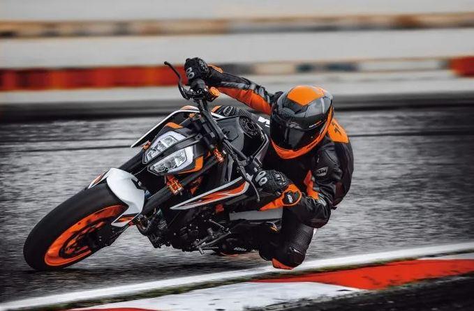 KTM-890-Duke-Motorcyclediaries